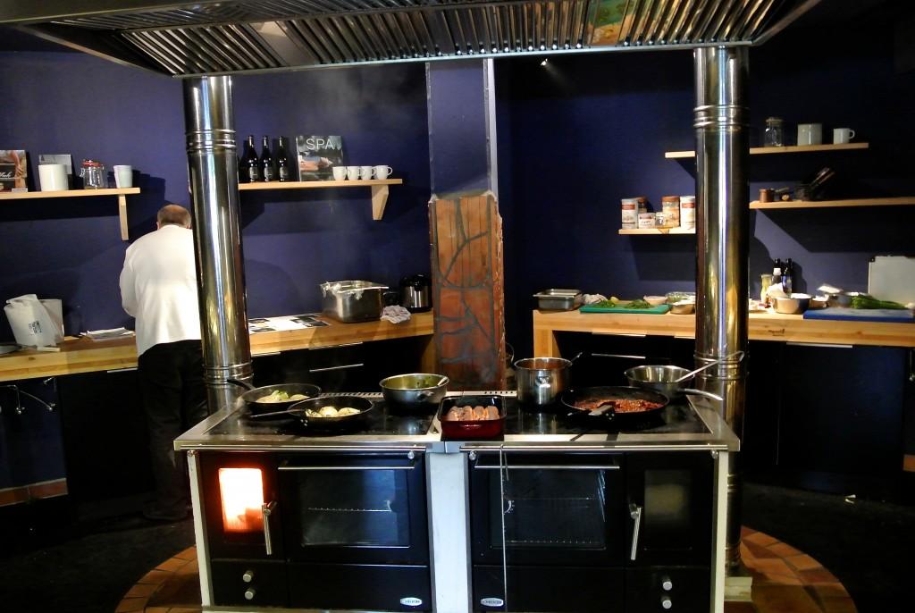 Die tolle Küche mit Holzofen im Rogner Bad Blumau