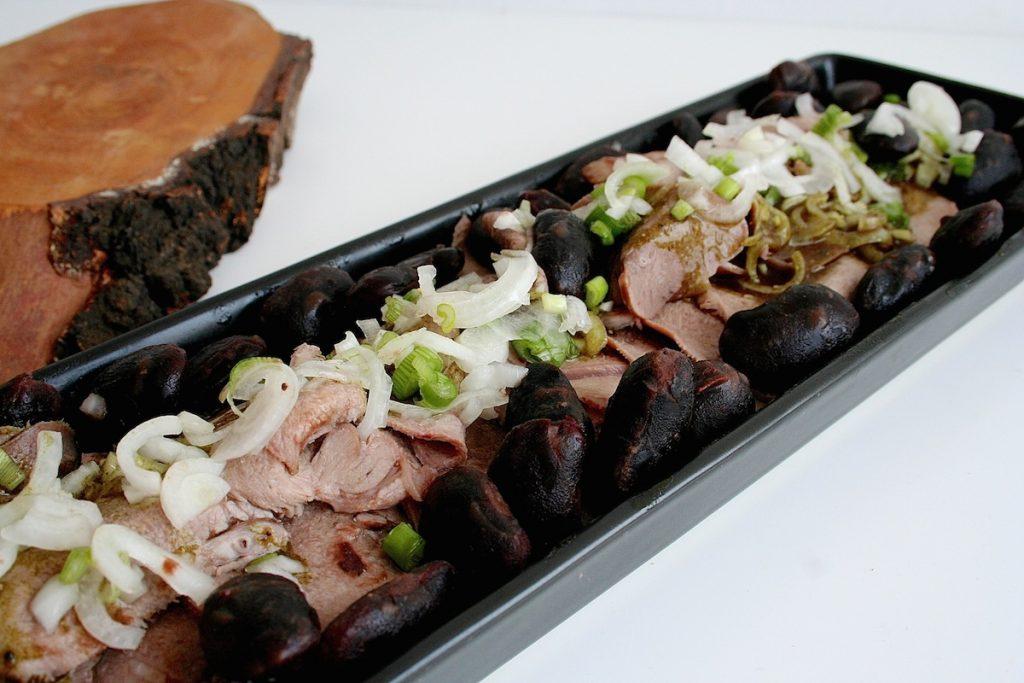 Cracker aus Kernöltrester ergänzen meinen steirischen Zungensalat perfekt