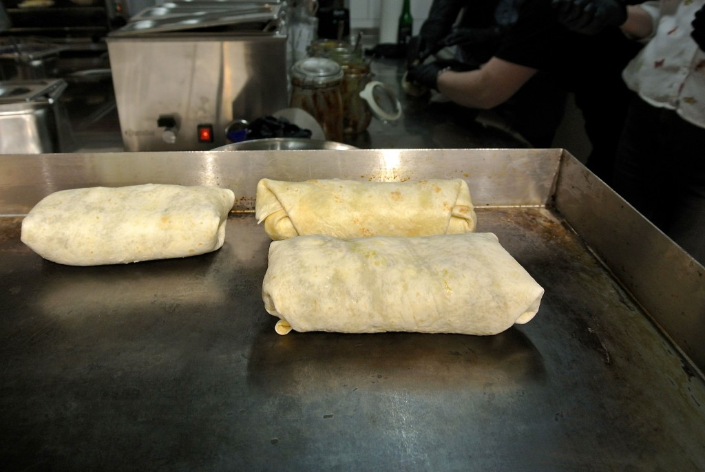 Durch die Grillplatte werden die Burritos knusprig und fein aromatisch