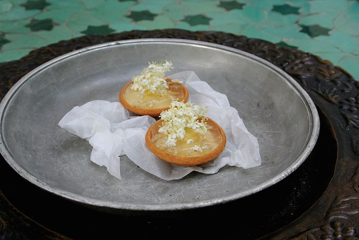 Als Petit Fours kommen dann noch verrückt aromatische Holler-Tartelettes.