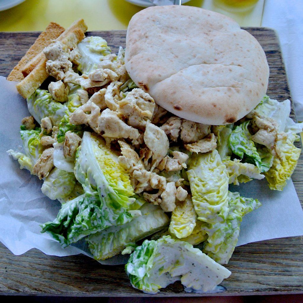 """Der scheinbar allgegenwärtige """"Salad mit Hühnerfilet"""" - ich halte ihn für fatal und unnnötig"""